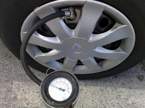 La giusta pressione per gli pneumatici ci salverà dal caro benzina